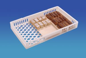 22 Litre – Ventilated 30×18 inch Confectionery Tray with Dividers (762x457x92mm)